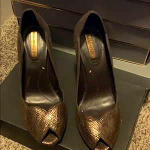 BCBG beautiful gold/brown heels